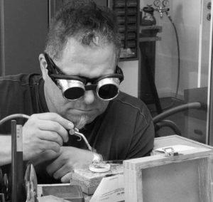 Reparatur und Änderungen bei Ihrem Schmuck & Uhrmacher-Service in der Goldschmiede Schiffmann, Nürnberg
